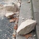 pierres au sol statue façade 1