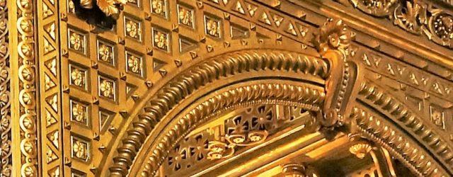 Voici de magnifiques photos du baldaquin après sa mise en lumière venant clore sa rénovation.  Sous l'oeil de la rosace…  Majestueux élément du choeur..  Détail du haut […]